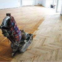Ugodni čistilni servis, hitri čistilni servis, generalno čiščenje poslovnih prostorov, nanašanje premazov na parket, odstranjevanje starih premazov parketa 001