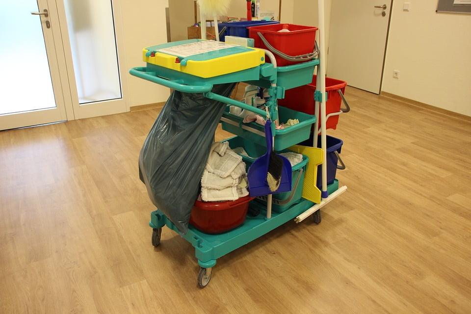 Ugodni čistilni servis, hitri čistilni servis, generalno čiščenje poslovnih, stanovanjskih prostorov, nanašanje, odstranjevanje premazov za parket - Čistilni servis Mela 100