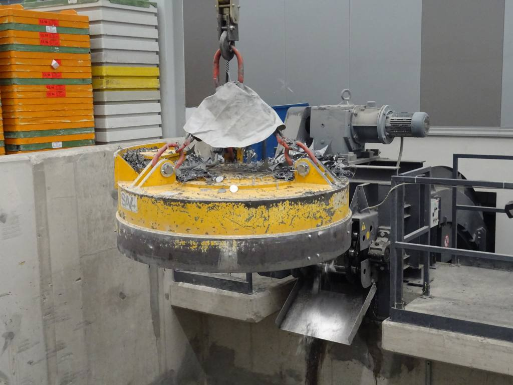 Magneti,-Elektro-magneti,-Ročni manipulatorji,-Robotska-prijemala-DSC00483
