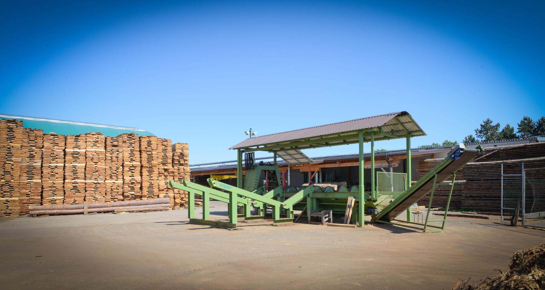 LGZ, lesno gozdarska zadruga, prodaja rezanega lesa, odkup in prodaja hlodovine, izdelovanje lesnih izdelkov, razrez, sušenje, odvoz lesa, Strah, Apače DSC_9027