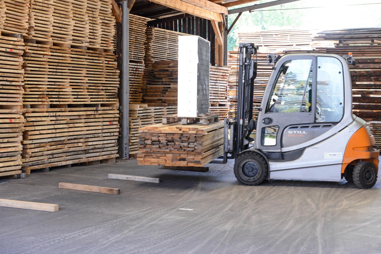 LGZ, lesno gozdarska zadruga, prodaja rezanega lesa, odkup in prodaja hlodovine, izdelovanje lesnih izdelkov, razrez, sušenje, odvoz lesa, Strah, Apače DSC_9122
