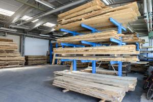 LGZ, lesno gozdarska zadruga, prodaja rezanega lesa, odkup in prodaja hlodovine, izdelovanje lesnih izdelkov, razrez, sušenje, odvoz lesa, Strah, Apače