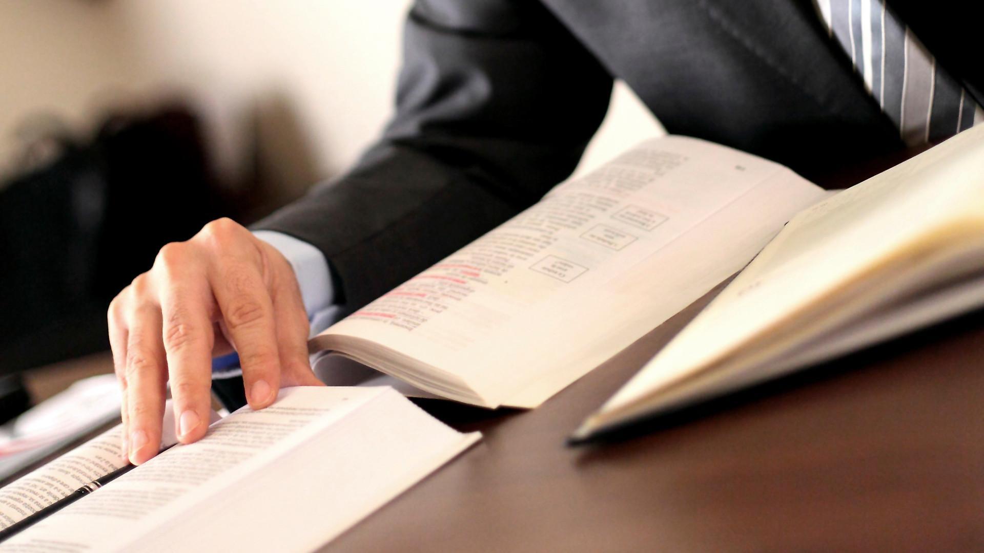 Odvetnik Žiga Klun 100