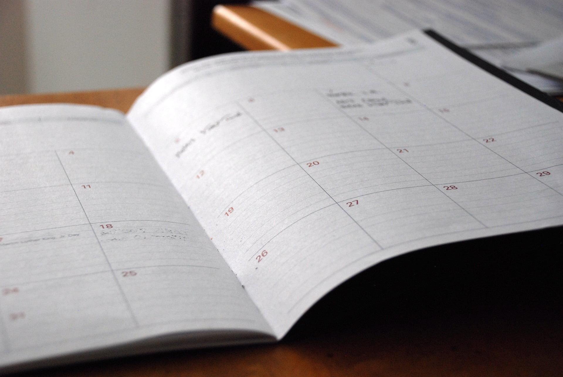Spiraljenje koledarjev, tisk majic, novoletni program, koledarji, tisk na majice, tampotisk, sitotisk, potisk poslovnih daril, poslovna darila, D-design 105