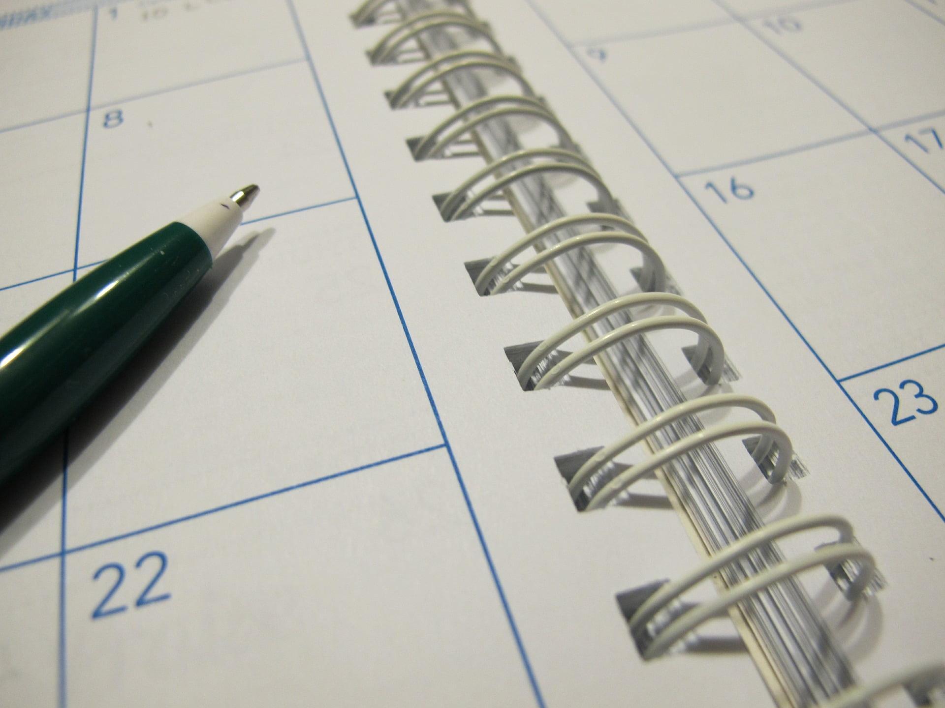 Spiraljenje koledarjev, tisk majic, novoletni program, koledarji, tisk na majice, tampotisk, sitotisk, potisk poslovnih daril, poslovna darila, D-design 104