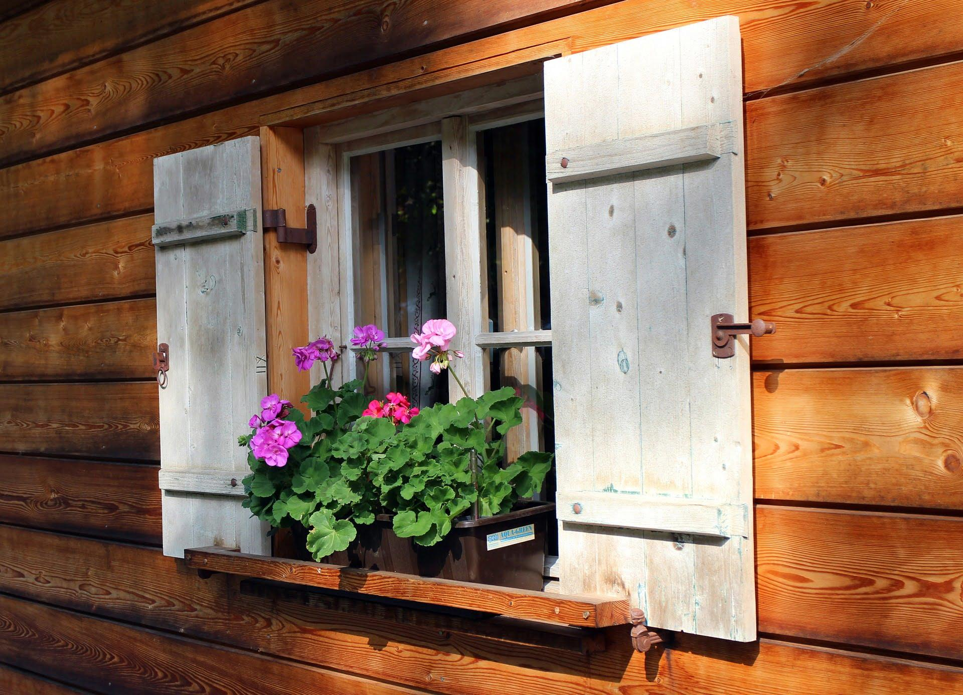 MLINAR d.o.o., balkonske ograje, vrtne ute, pergole in brunarice, nadstreški za avte iz lesa, sedežne garniture in klopi, predelava lesa, lesene ograje107
