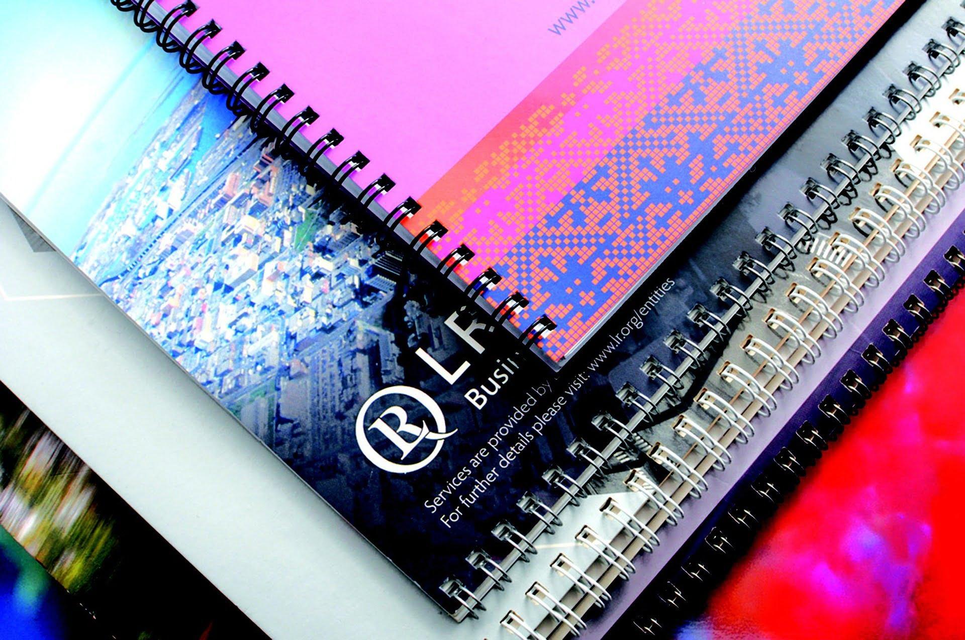 Spiraljenje koledarjev, tisk majic, novoletni program, koledarji, tisk na majice, tampotisk, sitotisk, potisk poslovnih daril, poslovna darila, D-design 101