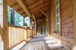 Gradnja-lesene-terase-sibirski-mecesen