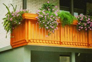 -ograjamlinar-d.o.o.-vrtne-garniture-balkonske-ograje-nadstreski-lepljen-les-balkonske-ograje-ravna3
