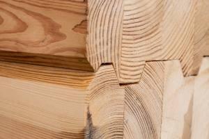 Lepljen les za vidne in skrite gradbene elemente-urmar.si